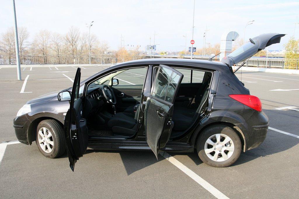 отзывы о nissan tiida hatchback багажник