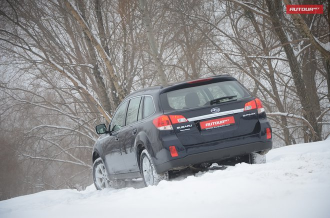 Subaru Outback 2013 вид сзади