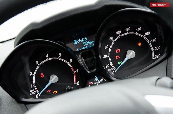 Ford Fiesta 2013 панель приборов
