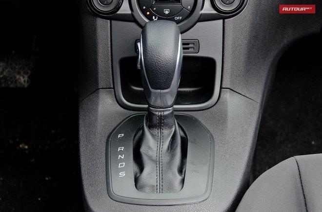 Ford Fiesta 2013 в Украине интерьер коробка передач